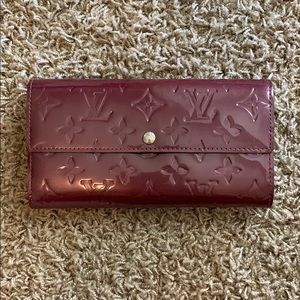 Auth Louis Vuitton Vernis Sarah Wallet in Purple!